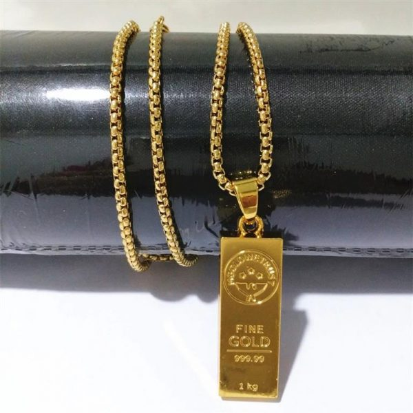 Golden Bar Pendant With Chain - Bling Collection - Close Up