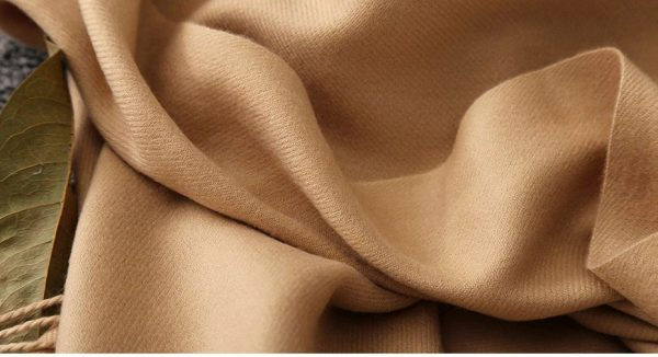 Luxury Cashmere Scarf With Tassels - Close Up