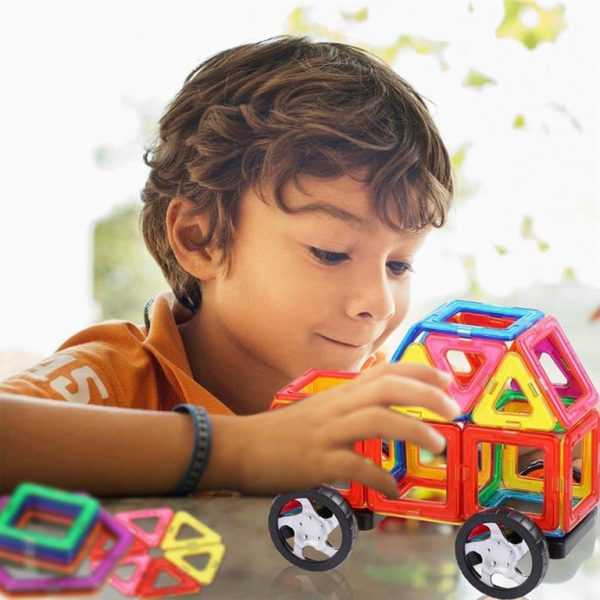 Magnetic Shapes Construction Set - Hero